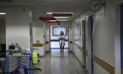 Κορονοϊός - «Καμπανάκι» ΠΟΕΔΗΝ για τις ΜΕΘ στην Αττική: Τα νοσοκομεία δεν αντέχουν τρίτο κύμα