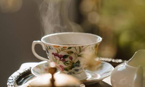 Δες ποιο τσάι απαλύνει τους πόνους περιόδου