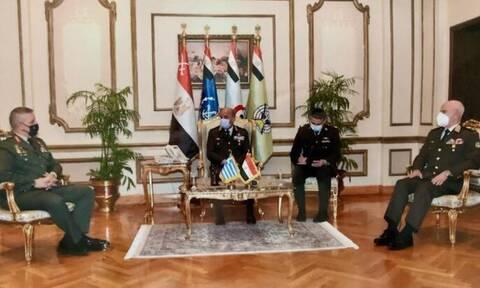 Aρχηγός ΓΕΕΘΑ: Επίσκεψη Κωνσταντίνου Φλώρου στην Αίγυπτο