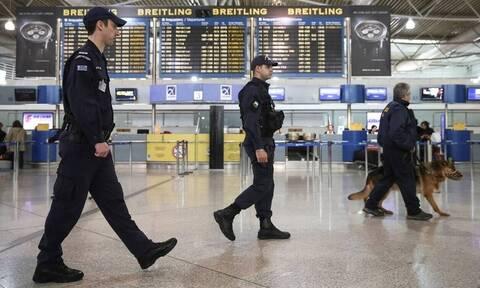 Πασίγνωστος Έλληνας παρουσιαστής βρέθηκε με 30.000 ευρώ στο αεροδρόμιο επιστρέφοντας από Ντουμπάι