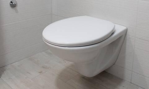 Πώς θα κάνετε τη λεκάνη της τουαλέτας να λάμψει