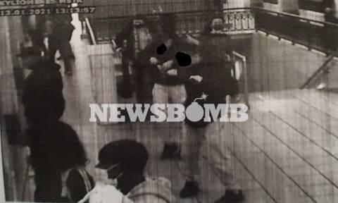 Ξυλοδαρμός Μετρό: Φώτο-ντοκουμέντο του Newsbomb.gr – Οι ανήλικοι φόρεσαν μάσκες μετά την επίθεση
