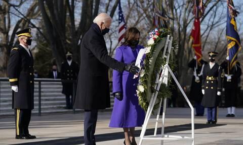 ΗΠΑ: Ο Μπάιντεν κατέθεσε στεφάνι στο στρατιωτικό κοιμητήριο του Αρλινγκτον