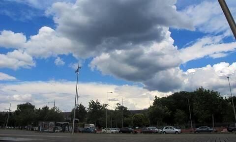 Καιρός σήμερα: Με νεφώσεις και νέα άνοδο της θερμοκρασίας η Πέμπτη - Πού και πότε θα βρέξει