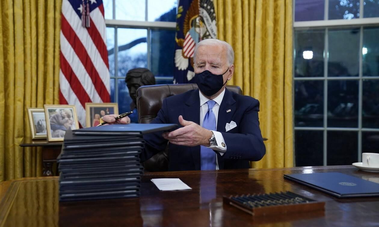 ΗΠΑ: Ο Μπάιντεν αλλάζει την πολιτική του Τραμπ για τους μετανάστες