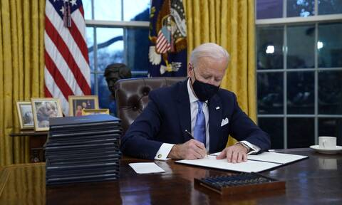 Τζο Μπάιντεν: Οι αλλαγές που έκανε στο Οβάλ Γραφείο του Λευκού Οίκου (pics)