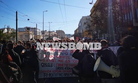 Πορεία φοιτητών στο κέντρο της Αθήνας – Διαμαρτύρονται για την αστυνομία στα Πανεπιστήμια