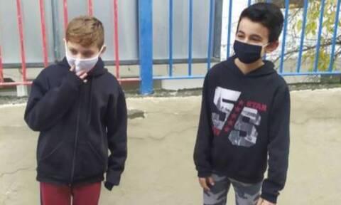 Υπέροχα παιδιά: Δύο 10χρονοι βρήκαν πορτοφόλι και το παρέδωσαν! (pic)