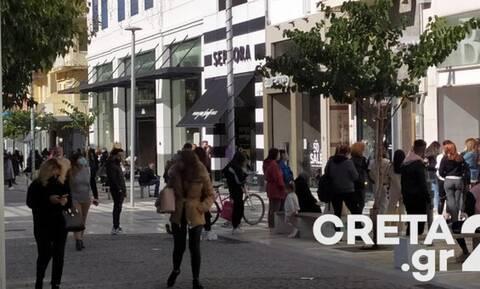 Ηράκλειο: Χαμός στο κέντρο της πόλης - Ατελείωτες ουρές στα καταστήματα (pics)