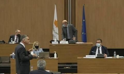 Σεισμός στην Κύπρο: Η στιγμή που διακόπτεται η συζήτηση στη Βουλή (vid)