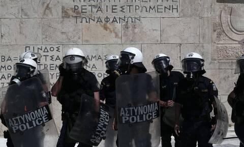 Διαδηλώσεις: Οι καταγγελίες για «μάντρωμα» δημοσιογράφων και η απάντηση του υπουργείου