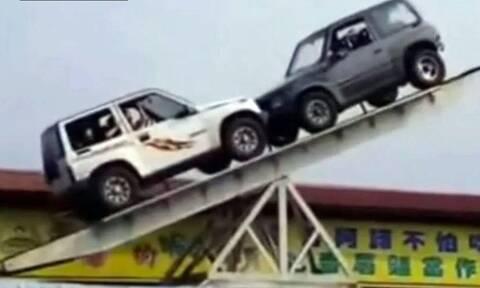 Απίστευτο θέαμα: Δύο Suzuki Vitara κάνουν επικίνδυνη τραμπάλα