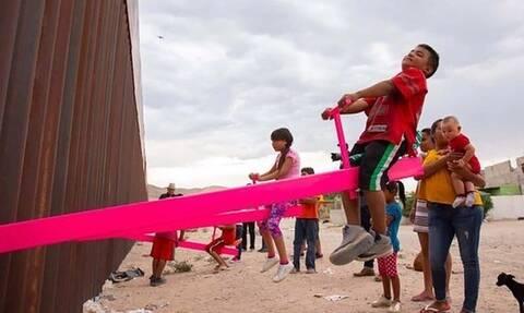 Οι ροζ τραμπάλες στον «φράχτη» ΗΠΑ - Μεξικού ανακηρύχθηκαν «Design of the Year 2020»