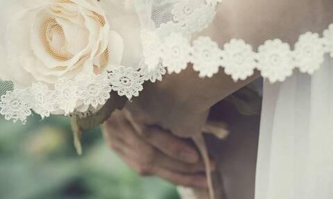Κορονοϊός Βρετανία: Κάλεσαν 400 καλεσμένους στο γάμο τους! «Βροχή» τα πρόστιμα