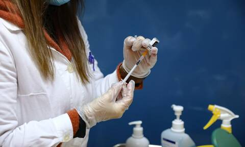 Εμβόλιο κορονοϊού: Ποιες ηλικίες παίρνουν σειρά – Πώς θα κλείσετε ραντεβού