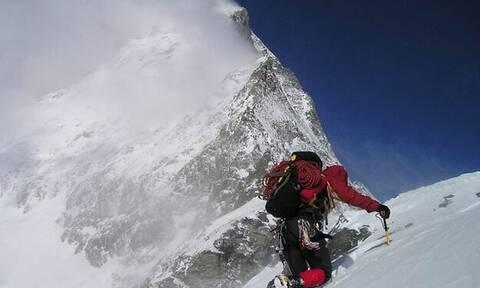 O Έλληνας «υπεράνθρωπος» που ανέβηκε στο πιο φονικό βουνό του κόσμoυ! (vid)