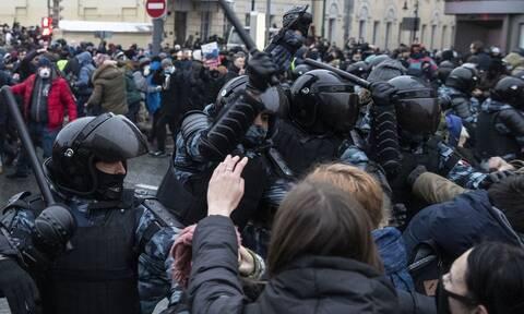 ΗΠΑ: Το Στέιτ Ντιπάρτμεντ καταδικάζει τη «βίαιη καταστολή» των διαδηλώσεων στη Ρωσία