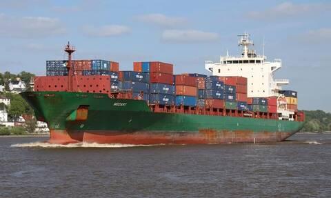 Επίθεση πειρατών σε φορτηγό πλοίο στον Κόλπο της Γουινέας: Ένας ναυτικός νεκρός, 15 απήχθησαν