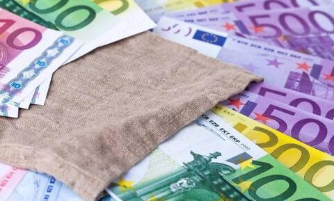 «Βρέχει» λεφτά την επόμενη εβδομάδα: Πότε πληρώνονται επιδόματα, συντάξεις και αποζημιώσεις