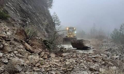 Καιρός – Ήπειρος: Βροχές και χιόνια – Σοβαρά προβλήματα από κατολισθήσεις