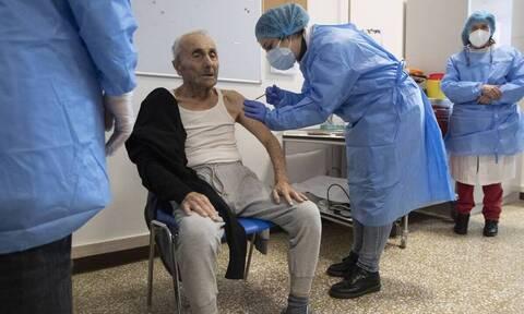 Κορονοϊός - Ιταλία: «Πρέπει να αναθεωρήσουμε το πρόγραμμα εμβολιασμού»