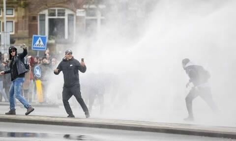 Κορονοϊός: Απαγόρευση κυκλοφορίας στην Ολλανδία - Συγκρούσεις μεταξύ αστυνομικών και διαδηλωτών