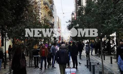 Κορονοϊός: Ανησυχία για μεταλλάξεις και ουρές στα μαγαζιά - «Δεν θα αντέξει το σύστημα Υγείας»
