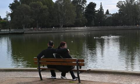 Κορονοϊός: Γιατί προκαλούν ανησυχία οι τρεις μεταλλάξεις - Τι προβληματίζει τον καθηγητή Γώγο