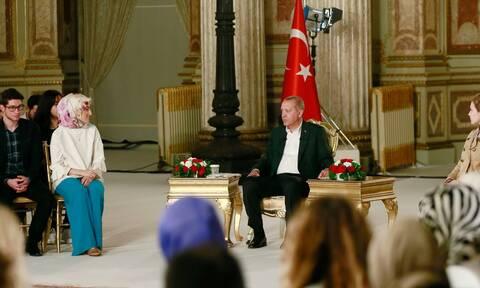Διερευνητικές επαφές: Γιατί άλλαξε ο τόπος συνάντησης – Τα ύπουλα «παιχνίδια» της Τουρκίας