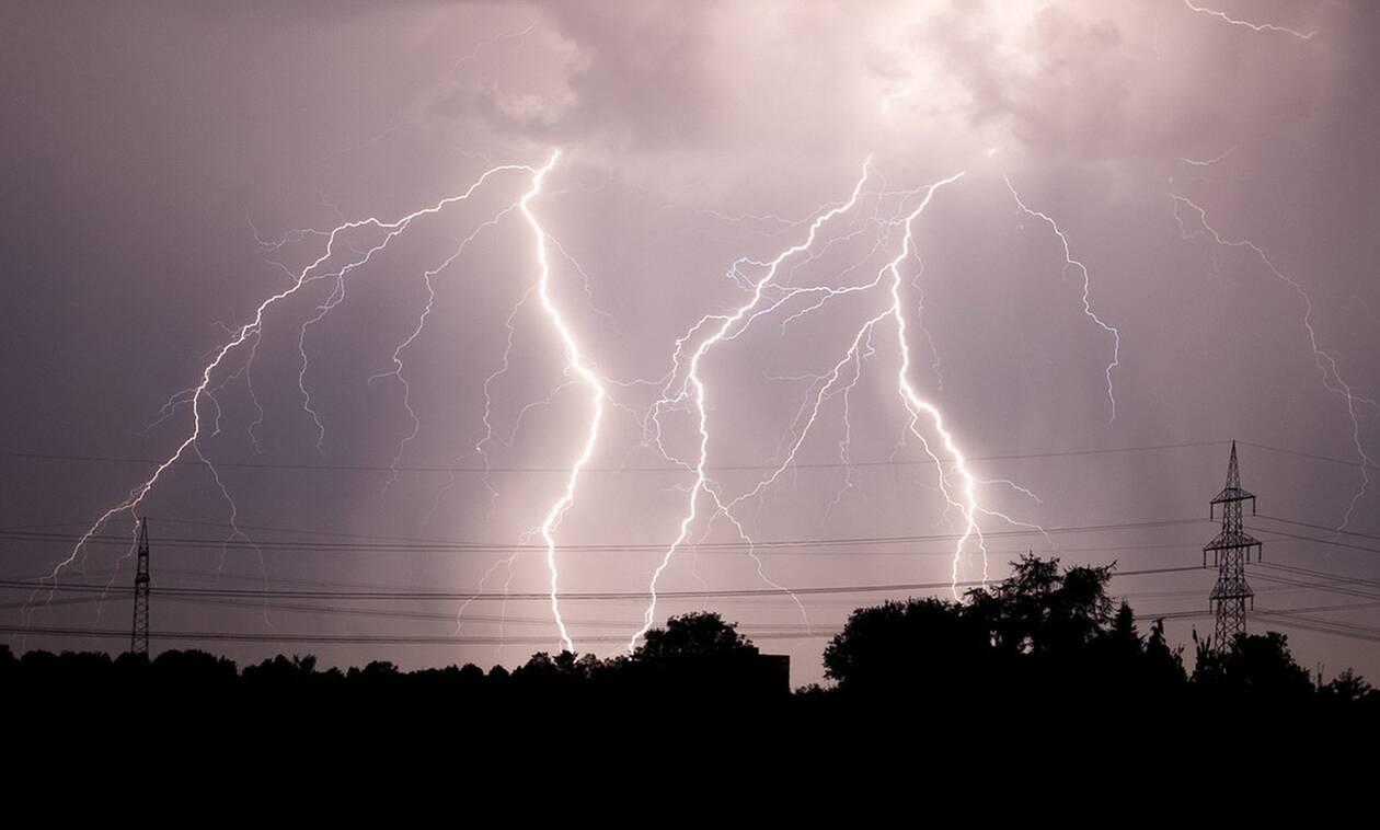 Καιρός - Έκτακτο Δελτίο ΕΜΥ: Τρίτη με καταιγίδες και χιόνια - Κίνδυνος για πλημμύρες