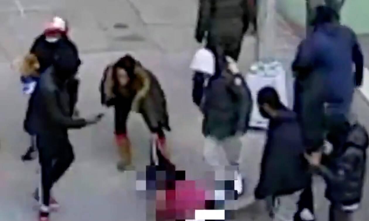 Σοκ στη Νέα Υόρκη από άγριο ξυλοδαρμό στη μέση του δρόμου - Αφησαν αιμόφυρτο και χωρίς ρούχα το θύμα
