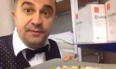 Σάλος στην Αλβανία με σερβιτόρο που έφτυσε στο πιάτο υπουργού (vid)