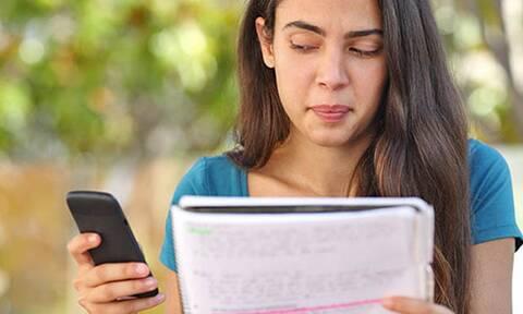 Έξι έξυπνοι τρόποι για να μη «χαζεύετε» στο κινητό σας