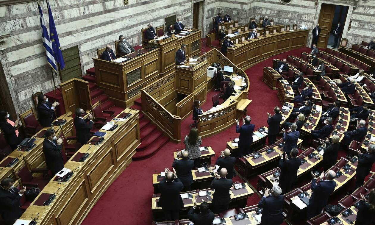 ΝΔ: Ο ΣΥΡΙΖΑ, αντί να απαντήσει για τις αξιώσεις κατά δημοσιογράφων, επιδίδεται σε πόλεμο λάσπης