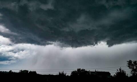 Καιρός Τώρα: Ισχυρή καταιγίδα στην Αττική
