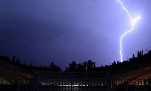 Καιρός: Άνοιξαν οι ουρανοί στην Αθήνα! Χιονίζει σε Μακεδονία και Θράκη - Πνίγηκε η δυτική Ελλάδα