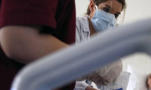 Κρούσματα σήμερα: 858 νέα ανακοίνωσε ο ΕΟΔΥ - 32 θάνατοι σε 24 ώρες, στους 274 οι διασωληνωμένοι