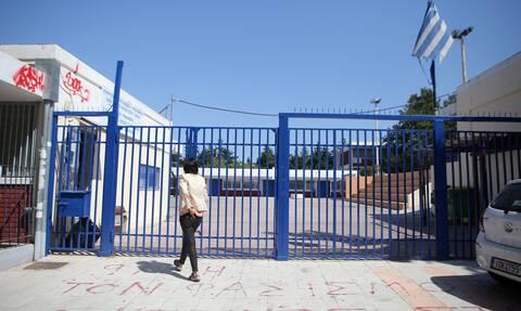 Γυμνάσια – Λύκεια: Δεν ανοίγουν αν αυξηθούν τα κρούσματα σήμερα και αύριο