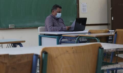 Γυμνάσια - Λύκεια: Αλαλούμ για τη Δευτέρα - Τι εισηγούνται οι ειδικοί, τι απαντά το υπ. Παιδείας
