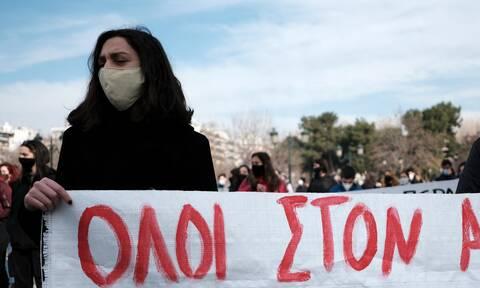 Πανεκπαιδευτικό συλλαλητήριο - Προπύλαια: Στο επίκεντρο αντιπαράθεσης κυβέρνησης και αντιπολίτευσης