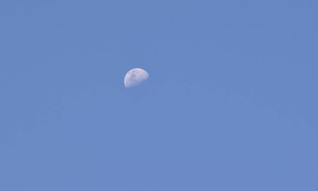 Γιατί oρισμένες φορές βλέπουμε τη Σελήνη και την ημέρα;