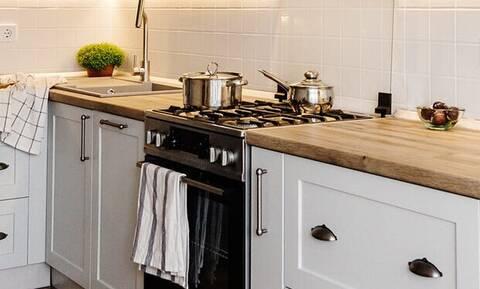 Με αυτό το κόλπο θα απολυμάνεις σωστά την κουζίνα σου