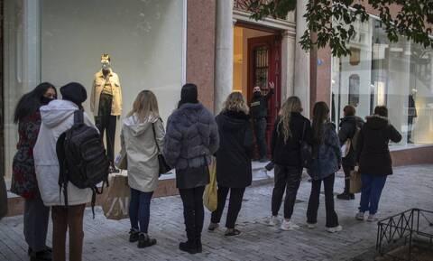 Κρούσματα σήμερα: Προς lockdown «ακορντεόν» - Προβληματίζουν οι κόκκινες περιοχές της Αττικής