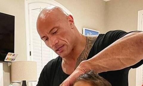 Dwayne Johnson: Δείτε πώς αντιδρά η κόρη του όταν την χτενίζει