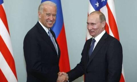 ΗΠΑ: Ο Μπάιντεν μετέφερε στον Πούτιν την ανησυχία του για τον Ναβάλνι