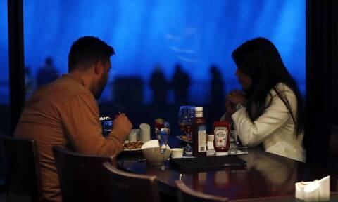 ΗΠΑ: Ανοίγουν ξανά τα εστιατόρια της Νέας Υόρκης