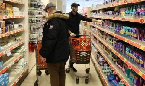Κορονοϊός: Έκκληση εργαζομένων σε σουπερμάρκετ και αστικές συγκοινωνίες για άμεσο εμβολιασμό