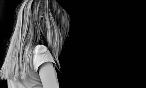 Ένορκη Διοικητική Εξέταση για τη νηπιαγωγό που άφησε 4χρονη στο κρύο για να την... τιμωρήσει