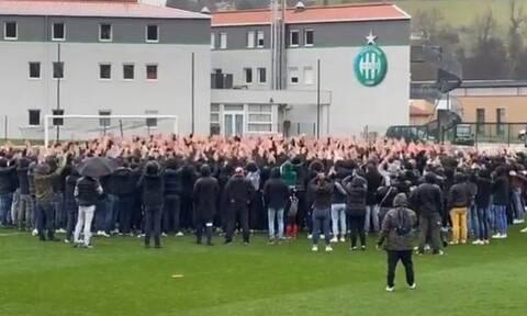 Γαλλία: Απίστευτο! Νέο «ντου» οπαδών – 300 άτομα στην προπόνηση της Σεντ Ετιέν