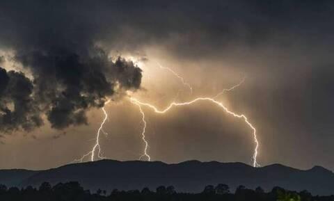 Σφοδρή κακοκαιρία προ των πυλών: Καταιγίδες, χαλάζι και θυελλώδεις άνεμοι